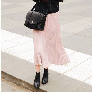 Aritzia Jude Pleated Light Pink Skirt
